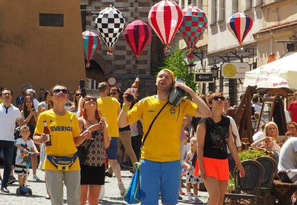 Szwedzcy kibice bawią się w Lublinie
