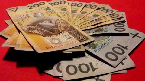 Szczecińscy seniorzy wciąż padają ofiarą oszustów! Tylko jednego dnia stracili ponad 180 tysięcy złotych!