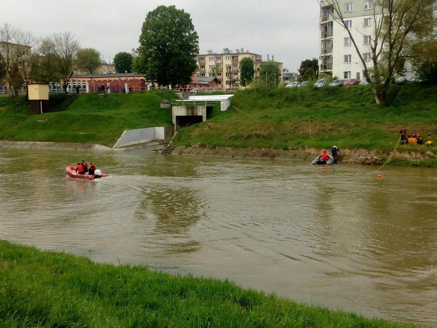 Poszukiwania nastolatka w Wisłoku w Rzeszowie