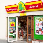 Lotos na spółkę z Orlenem kupią Żabkę? Walka o popularne sklepy nabiera rumieńców