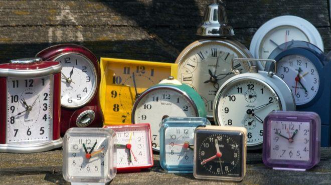 Zmiana czasu na zimowy 2016. Kiedy przestawiamy zegarki? Co z komunikacją miejską? [INFORMATOR, AUDIO]
