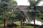 ul. Pokoju w Zabrzu. Dach sąsiedniej firmy wpadł do ogródka.