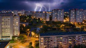 Kolejne ostrzeżenie IMGW: Będzie burza, silny wiatr i grad! Podniesie się też stan wody w Warcie!