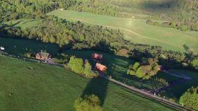 Wiosna w Bieszczadach zachwyca: Zobacz Smerek z lotu ptaka [WIDEO]