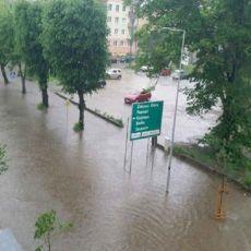 Gorzów: Borowskiego nieprzejezdna! Ulica całkowicie zalana [GALERIA]