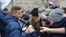 Piłkarze Lecha spotkali się z kibicami na placu Wolności [ZDJĘCIA]