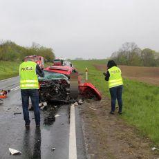 Tragiczne skutki wypadku w Mrozowie: Nie żyje młody kierowca! Zobaczcie ZDJĘCIA z miejsca zdarzenia!