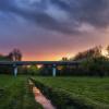 Kolorowy zachód słońca w parku Wodziczki