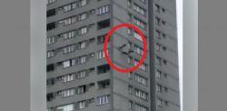 Trzy osoby spacerowały sobie…. po ścianie 17-piętrowego wieżowca [WIDEO]
