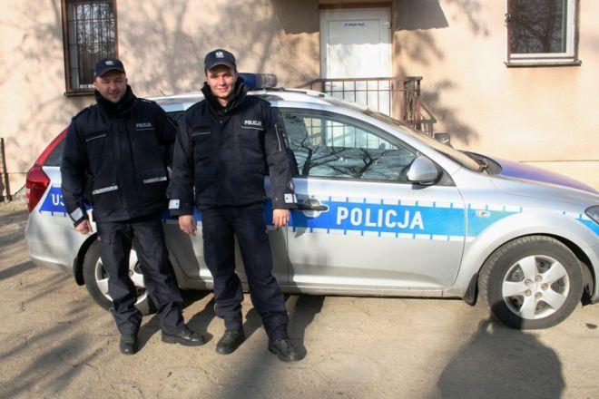Zdjęcie z artykułu: Policjanci na sygnale konwojowali rodzącą kobietę do szpitala w Poznaniu