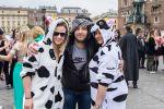 Korowód juwenaliowy na krakowski Rynek: Studenci świętują! [ZDJĘCIA]